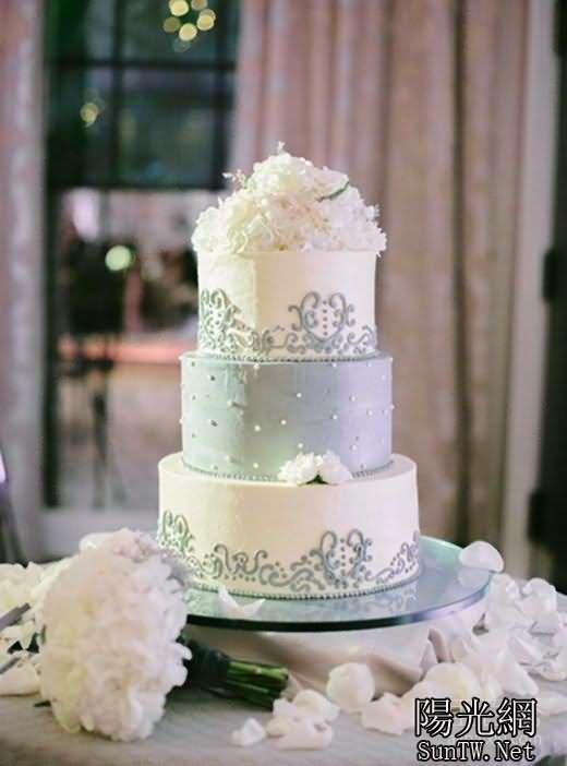 小编我比较喜欢浪漫唯美的西式婚礼,那麼这种婚礼上婚礼蛋糕就是一个