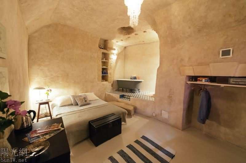 法國一夫妻花1歐元買下垃圾洞穴,最終打造成浪漫小窩--陽光網