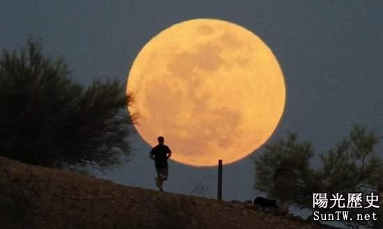 美曾欲炸月球威懾蘇聯 摧毀月球可行?