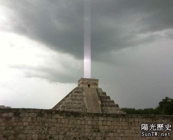 瑪雅神廟出現神秘軸狀光束 是世界末日警號?
