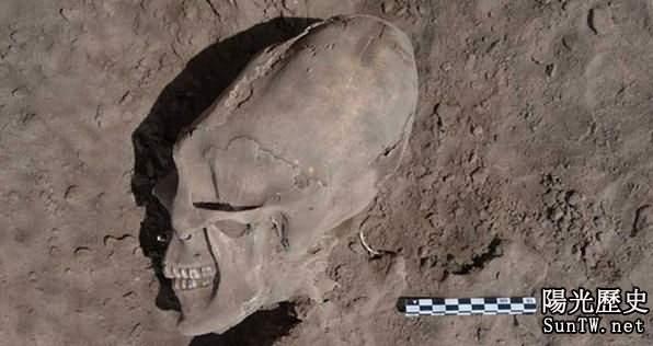 墨西哥千年墓葬出土後驚現「異形頭骨」