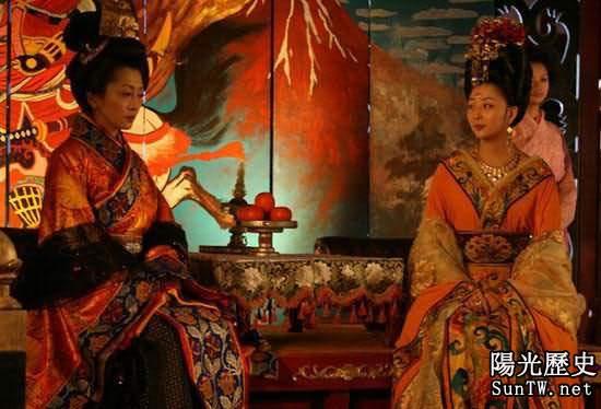 日本最放蕩的未婚女皇用身體統御群臣