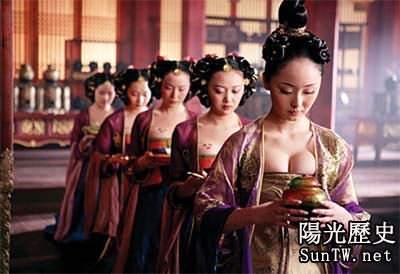 古代唐朝女人為何喜歡坦胸露乳?