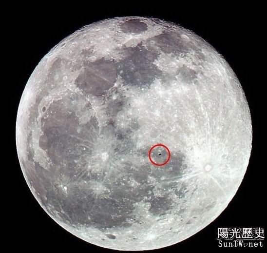 攝影師捕捉空間站在穿過月球壯觀景象