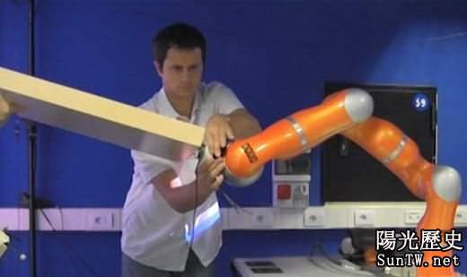 「機器人工友」可協助人們安裝傢俱