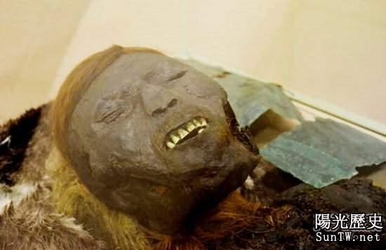 西伯利亞發現戴銅質面具的千年木乃伊
