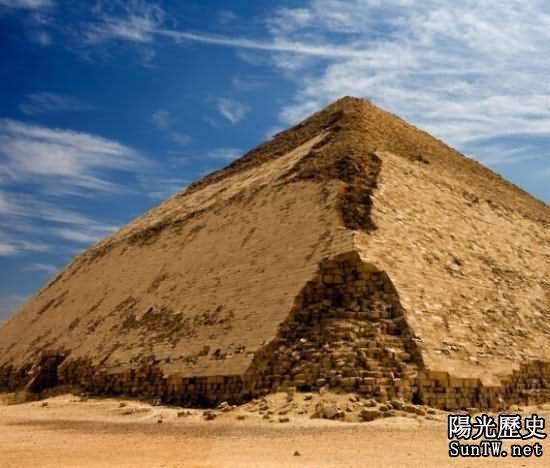 探秘:全球10大形態各異的壯觀金字塔