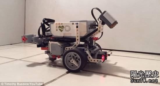 數字化蠕蟲植入機器人:碰壁會拐彎