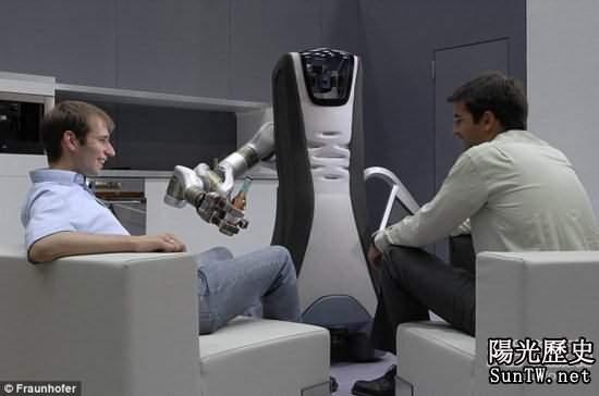 英設計男僕智能機器人 未來10年普及