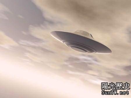英3架飛機飛行員稱與UFO親密接觸