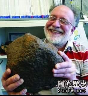 農夫刨出一塊石頭 竟是價值千萬元隕石