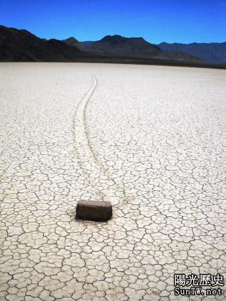 震驚美國的死亡谷石塊自行漂移之謎
