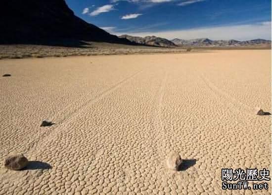 死亡谷移動的石頭