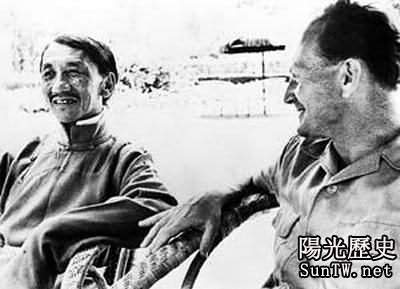納粹探險家海因裡希·哈勒(右)在拉薩