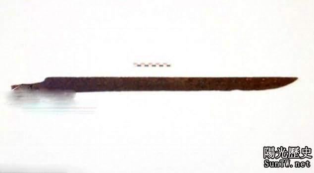 旅行者意外撿到一把千年古劍,劍身刻有神秘咒語