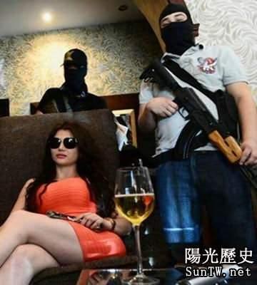 美女黑手黨曬奢華生活 有錢有槍有身材