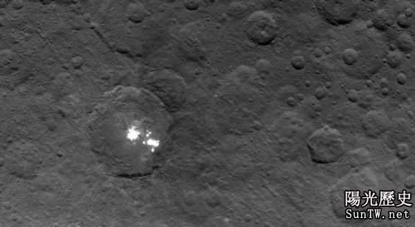 NASA在矮行星谷神星上發現奇怪的金字塔!